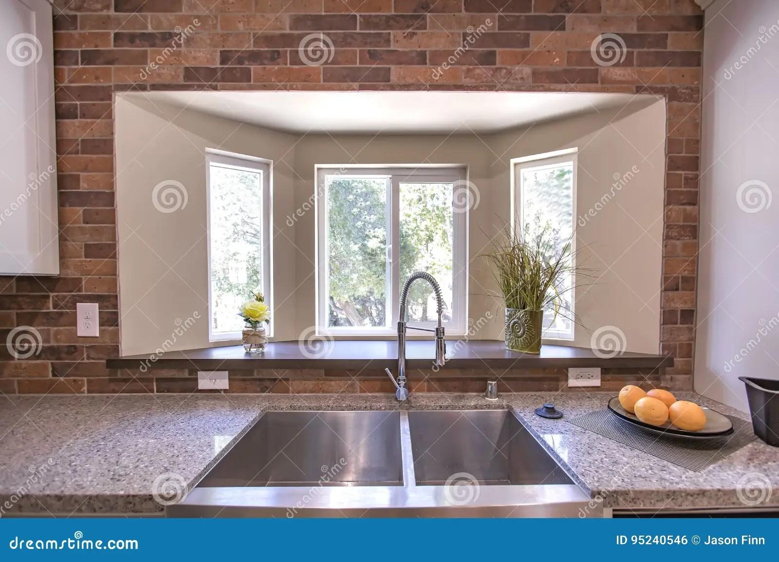 kitchen prep sink rustic island 大农场样式与砖的厨房水槽在加利福尼亚样房房地产库存照片 图片包括有 大农场样式与砖的厨房水槽在加利福尼亚样房房地产