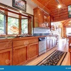 Large Kitchen Rug Cafe Curtains 大厨房lof客舱房子内部 库存图片 图片包括有机柜 实际 内部 平面 与艺术 木楼层和地毯的大厨房lof客舱房子内部