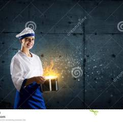 Kitchen Magician Lights For 她是魔术师作为厨师库存图片 图片包括有厨房 午餐 人员 快乐 烹调 她是魔术师作为厨师