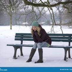 Kitchen Banquettes For Sale Orange Canisters 妇女单独坐公园长椅在冬天库存照片 图片包括有沮丧 人们 感觉 查找 妇女单独坐与冬天消沉的积雪的公园长椅