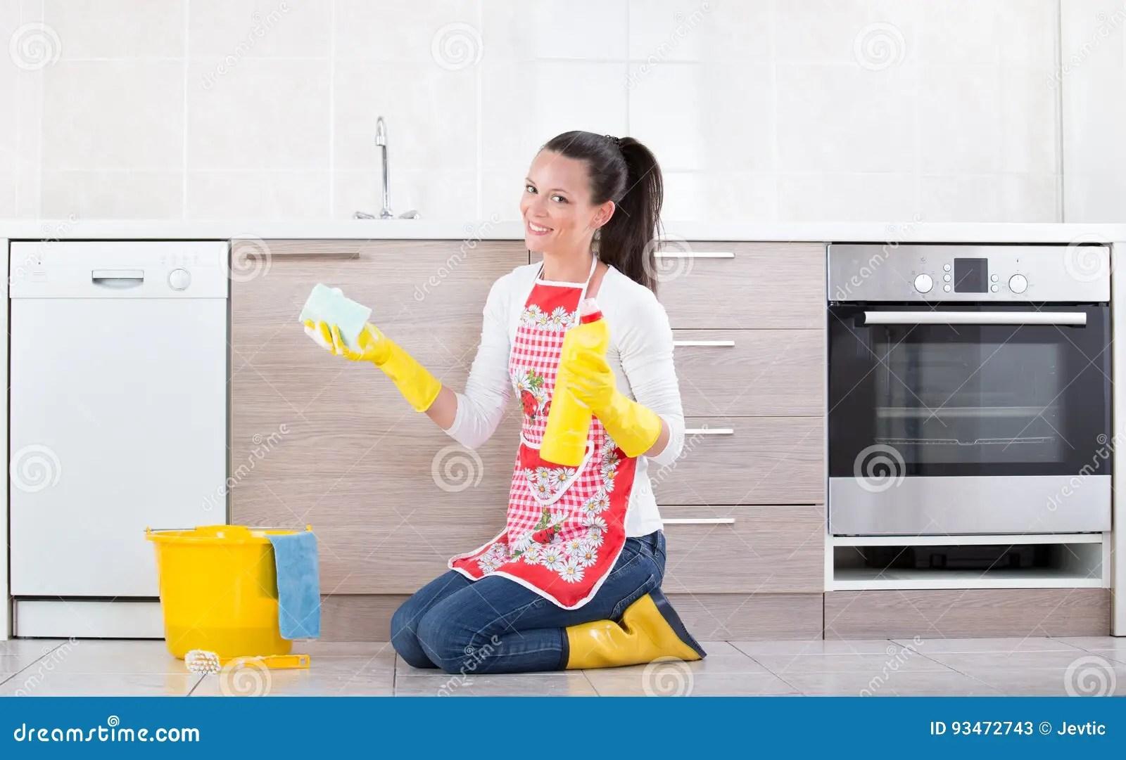 cleaning kitchen floors sink base cabinet with drawers 妇女清洁厨房地板库存图片 图片包括有房子 楼层 泡沫 成人 卫生学 妇女清洁厨房地板