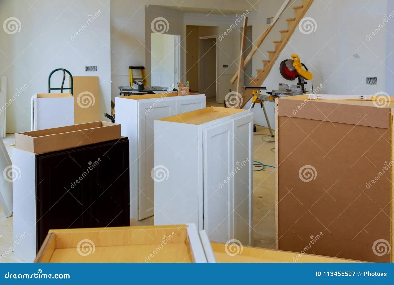 renew kitchen cabinets food storage 安装新的归纳滚刀在厨柜的现代厨房设施库存图片 图片包括有改善 更新 安装新的归纳滚刀在厨柜的现代厨房设施