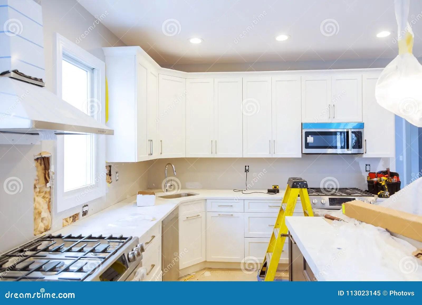 kitchen remodeling durable flooring 安装新的归纳滚刀在现代改善厨房改造库存图片 图片包括有建筑 更改 安装新的归纳滚刀在现代改善厨房改造