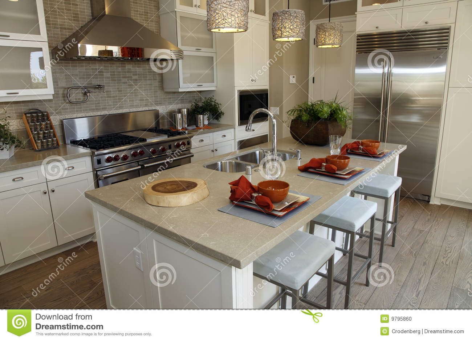 in stock kitchens kitchen wall mount faucet 家庭厨房豪华库存照片 图片包括有顶层 计数器 厨房 设计 住宅 豪华 家庭厨房豪华