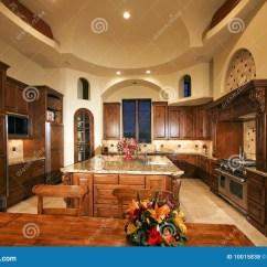 New Kitchen Cabinet Lazy Susan 家庭新厨房大的豪宅库存照片 图片包括有计数器 细木家具 出票人 庄园 家庭新厨房大的豪宅