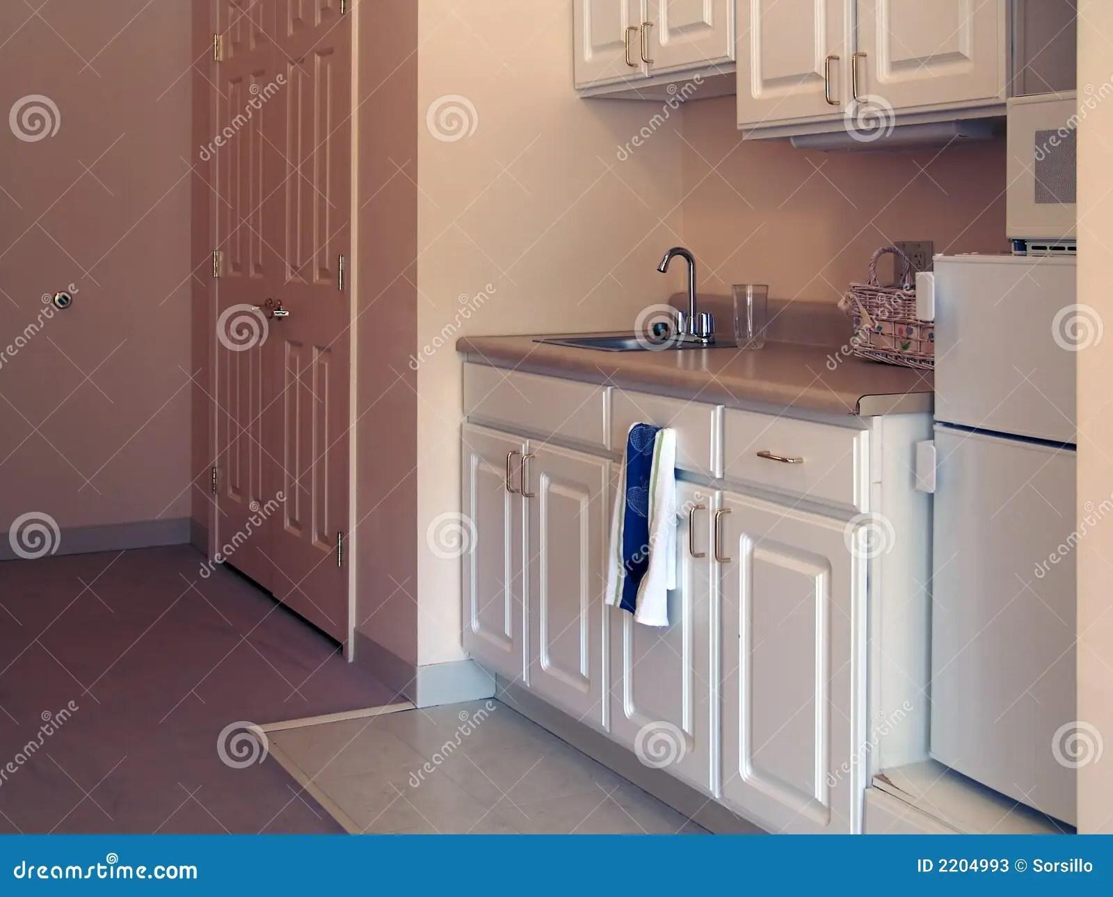 small kitchen rugs contemporary island 小厨房库存图片 图片包括有玻璃 烤箱 壁橱 宿舍 空白 水槽 微波 小厨房