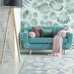 Turquoise Kitchen Decor Cheap Valances For 小绿松石沙发库存照片 图片包括有不列塔尼的 枕头 居住 玻色子 装饰 在典雅的客厅内部的小绿松石沙发用草本仿造了墙纸和支持砖墙的一盏大黑灯