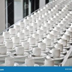 White Kitchen Buffet Tile Flooring For 小组咖啡杯咖啡的空的杯子白色杯子许多行服务茶或咖啡的在自助餐事件的 小组咖啡杯咖啡的空的杯子白色杯子许多行服务茶或咖啡的在自助餐事件的早餐在承办酒席和鸡尾酒的白色杯子