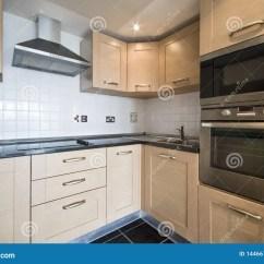 In Stock Kitchens Red Decor For Kitchen 工具厨房现代银色木库存图片 图片包括有提取器 国内 开放 当代 烹饪 工具厨房现代银色木