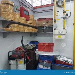 Kitchen Banquet Swinging Doors Residential 2018年1月8日 吉隆坡宴会厨房舞厅的固定设备编辑类库存照片 图片包括有 吉隆坡宴会厨房舞厅的固定设备