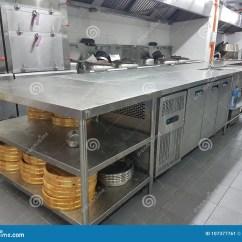 Kitchen Banquet Cheap Appliances 2018年1月8日 吉隆坡宴会厨房舞厅的固定设备编辑类照片 图片包括有厨房 吉隆坡宴会厨房舞厅的固定设备