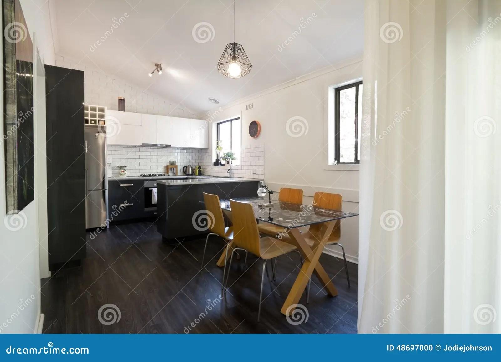 updated kitchens turquoise kitchen chairs 开放学制被更新的厨房和饭厅库存照片 图片包括有窗帘 计划 用餐 愤怒 开放学制被更新的厨房和饭厅