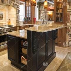 Kitchen Accent Table Cabinets In Kansas City 强调富有ho内部厨房石头库存图片 图片包括有布琼布拉 内部 形成弧光的 口音放光最高限额内部厨房射击石头高级垂直的木头