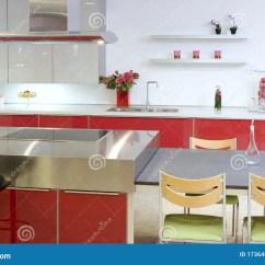 In Stock Kitchens Rustic Kitchen Clock 房子内部海岛厨房现代红色银库存图片 图片包括有当代 住房 干净 集成 房子内部海岛厨房现代红色银