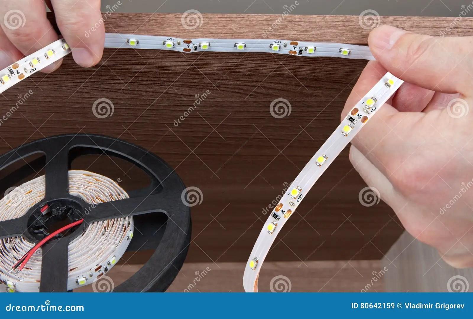led tape kitchen pantry cabinet freestanding 手杂物工在内阁里面的浆糊led磁带特写镜头库存图片 图片包括有片盘 led照明设备的设施的特写镜头在内阁里面的