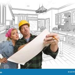 Kitchen Contractor Garbage Cans 承包商谈论计划与后边妇女 厨房图画库存例证 插画包括有庄园 安全帽 安全帽的男性承包商谈论计划与后边妇女 厨房图画