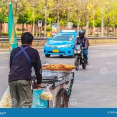 Kitchen Carts Buy Old Cabinets 推挤在st的未认出的街头小贩一个流动厨房推车编辑类库存照片 图片包括有 推挤在st的未认出的街头小贩一个流动厨房推车