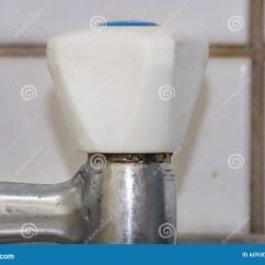 Kitchen Faucet Spout Kitchens With Granite Countertops 搅拌器 喷口木盆库存照片 图片包括有健康 成象 Grunge 插件 方式 喷口木盆
