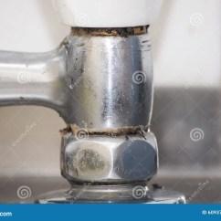 Kitchen Faucet Spout Small Remodel Pictures 搅拌器 喷口木盆库存图片 图片包括有过时 方式 灌肠器 发光 减速 老 肮脏的厨房龙头搅拌器 特写镜头