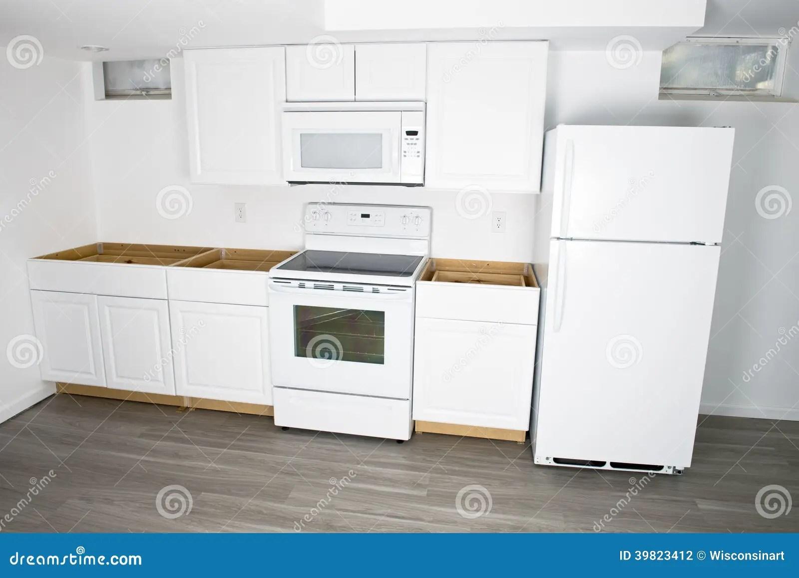 remodel a kitchen oak cabinet 新的白色厨房改造 住所改善库存照片 图片包括有冰箱 急性 房子 厨房 一个新的白色厨房安装并且改造 许多人民在他们的房子或家里喜欢更新和做改造保持事被更新和好的 您能看到新的内阁 火炉和冰箱