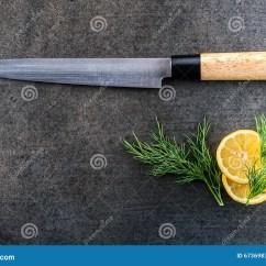 Kitchen Aid Knives New Gadgets 日本内圆角食鱼刀用在灰色背景 厨房辅助部件的柠檬库存图片 图片包括有 厨房辅助部件的