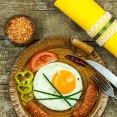 Kitchen Prep Table Aid 600 早餐饮食食物的煎蛋食物例证厨房准备向量妇女在一张木桌上的煎蛋库存图片 早餐饮食食物的煎蛋食物例证厨房准备向量妇女在一张木