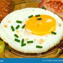 Kitchen Prep Table Stove Tops 早餐饮食食物的煎蛋食物例证厨房准备向量妇女在一张木桌上的煎蛋库存图片 早餐饮食食物的煎蛋食物例证厨房准备向量妇女在一张木