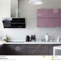 European Kitchens Wall Mounted Kitchen Faucet With Sprayer 明亮的全新的欧洲厨房库存照片 图片包括有机柜 陶瓷 详细资料 声望 明亮的全新的欧洲厨房