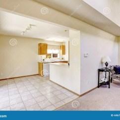 Area Rugs For Kitchen Glass Table Set 明亮的房间在空的房子里 与砖地的厨房地区 库存照片. 图片 包括有 建筑, 改造, 内部, 住宅, 地毯 ...