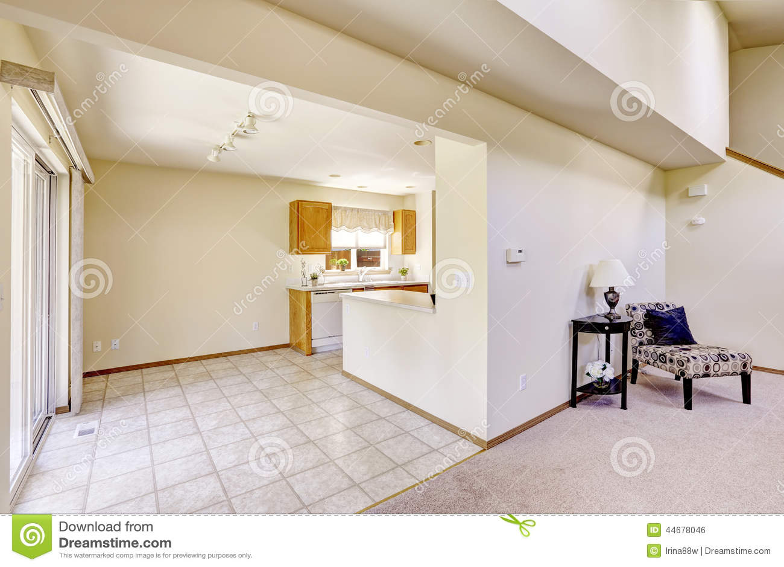 area rugs for kitchen counter chairs 明亮的房间在空的房子里与砖地的厨房地区库存照片 图片包括有建筑 改造 明亮的房间在空的房子里与砖地的厨房地区
