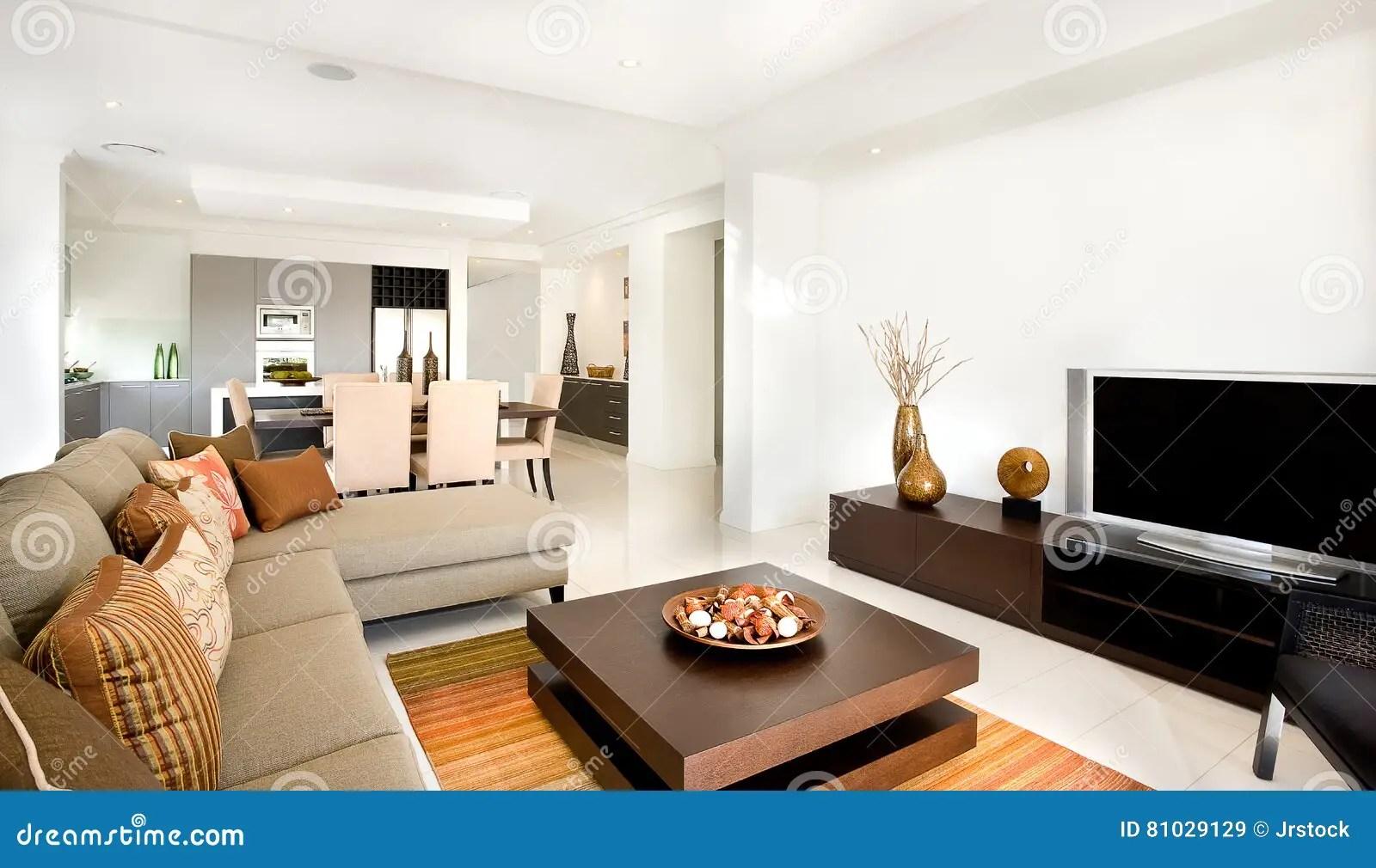 coastal kitchen rugs lowes storage 有一个厨房的豪华客厅在它旁边在现代ho 库存图片 图片包括有现代 地毯
