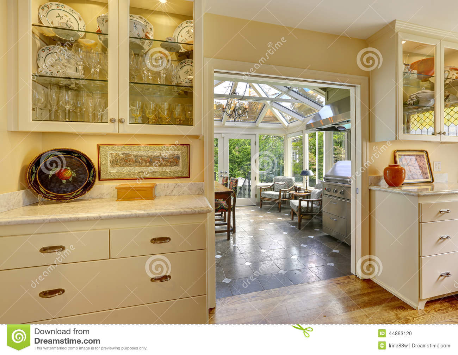 patio kitchen corner tables 有出口的厨房室对在日光浴室的露台区域库存照片 图片包括有里面 建筑师 有出口的厨房室对在日光浴室的露台区域