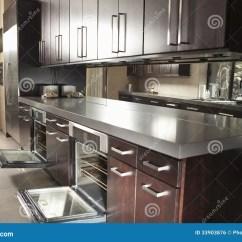 Commercial Kitchens Ikea Kitchen Rack 有开放烤箱和内阁的商业厨房库存照片 图片包括有餐馆 计数器 机柜 户 商业厨房内部有开放烤箱和内阁的