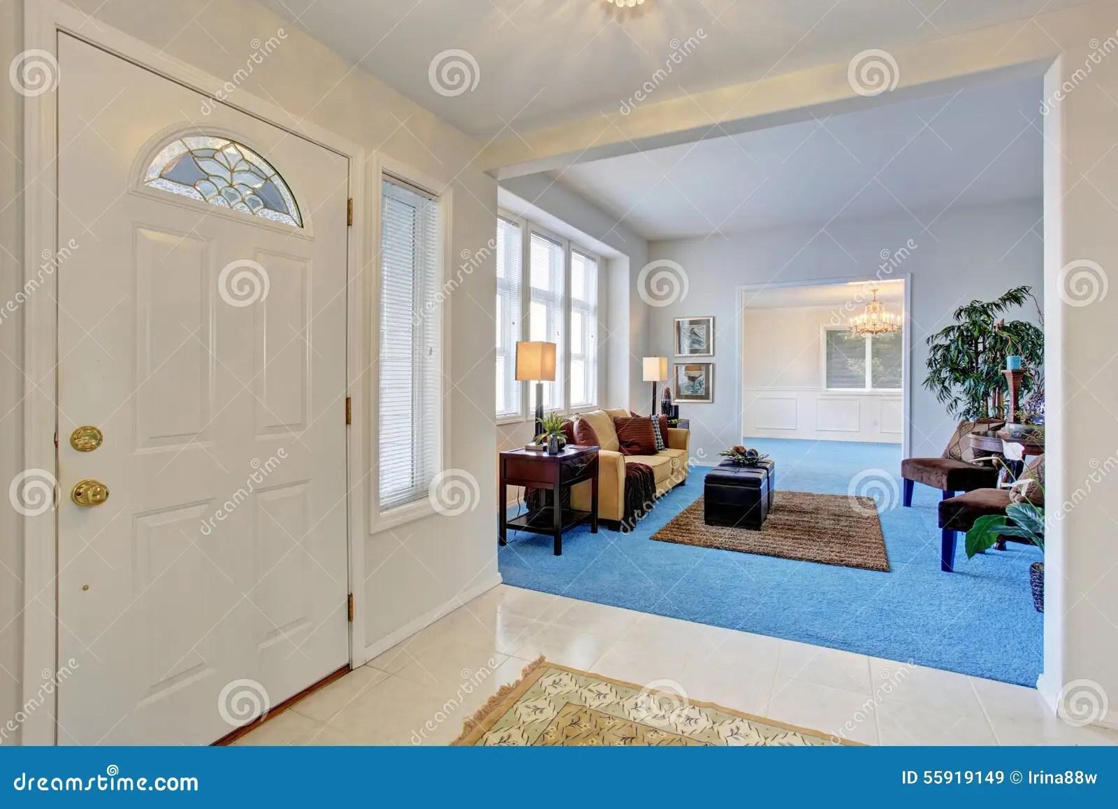 blue kitchen rugs kwc faucets 有明亮的蓝色地毯的georgous客厅库存图片 图片包括有闪亮指示 实际 有明亮的蓝色地毯的georgous客厅