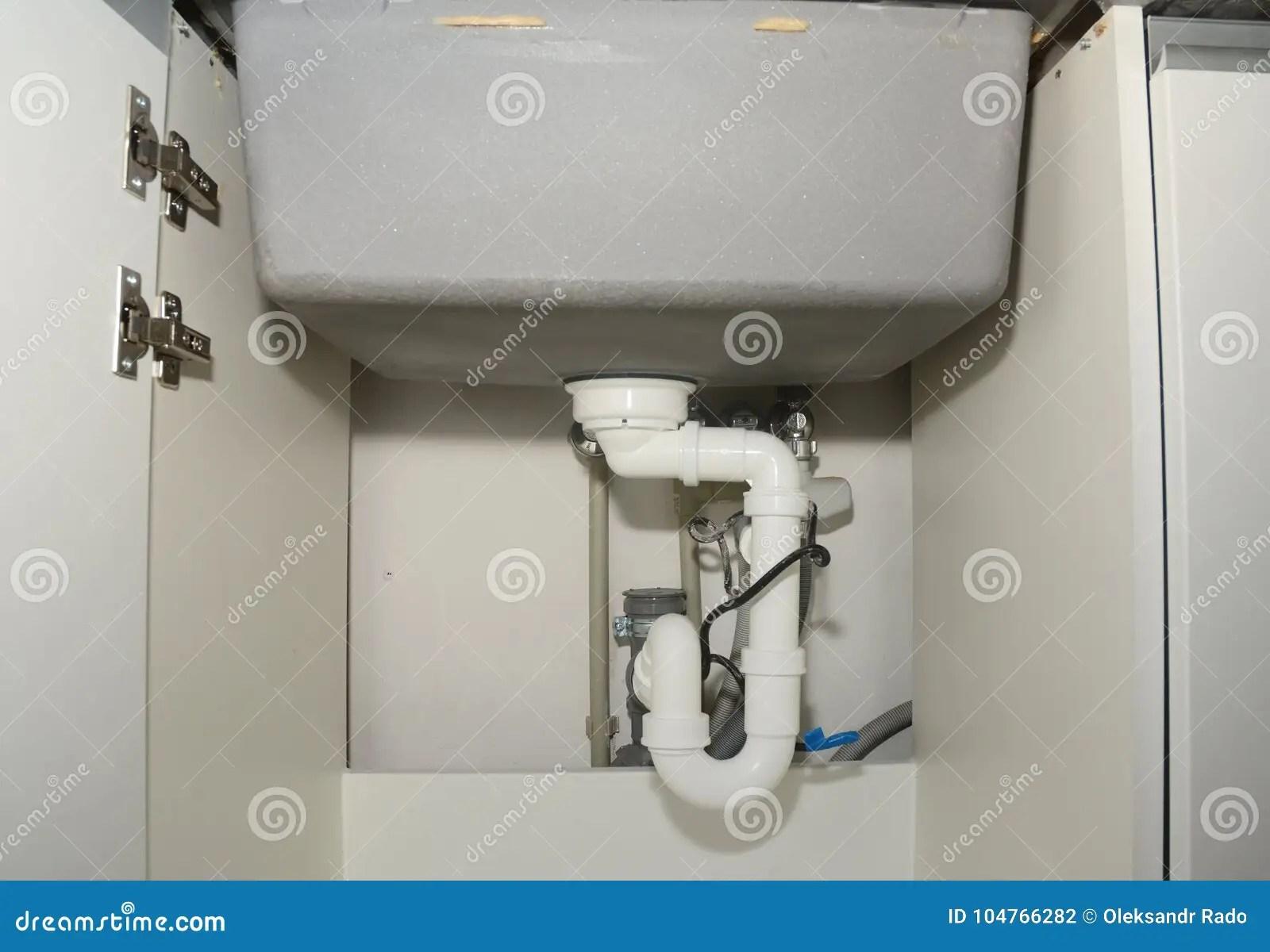 ceramic kitchen sink mats with drain hole 有测量深度落水管的管的陶瓷厨房水槽设施库存照片 图片包括有洗衣机 陷 关闭在有测量深度落水管的管的陶瓷厨房水槽设施