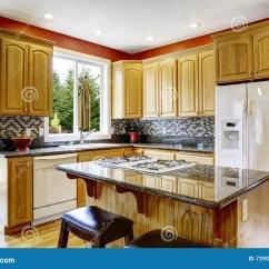 In Stock Kitchens Tuscan Kitchen Design Photos 有海岛的 黑暗的花岗岩桌面小厨房库存照片 图片包括有空间 典雅 厨房 黑暗的花岗岩桌面 也红色墙壁小厨房