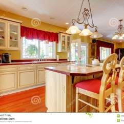 Gold Kitchen Wood Playsets 有空白古色古香的机柜的金厨房 库存照片 图片包括有照亮 简单 西北 有空白古色古香的机柜和樱桃硬木的金厨房