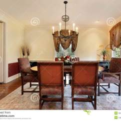 In Stock Kitchens Porcelain Floor Kitchen 有米黄色的墙壁的餐厅 免版税图库摄影 - 图片: 35342267