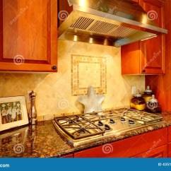 Renew Kitchen Cabinets Bench With Back 有花岗岩上面和固定火炉的厨柜库存图片 图片包括有更新 西北 空间 有花岗岩上面和固定火炉的厨柜