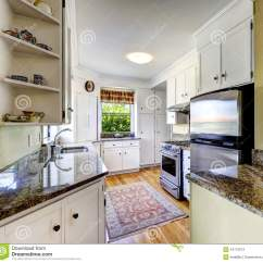 Paint Kitchen Cabinets White Cabinet Design Tool 有花岗岩上面的白色厨柜库存照片 图片包括有不锈 拱道 计数器 干净 与白色内阁 花岗岩上面和钢冰箱的厨房地区