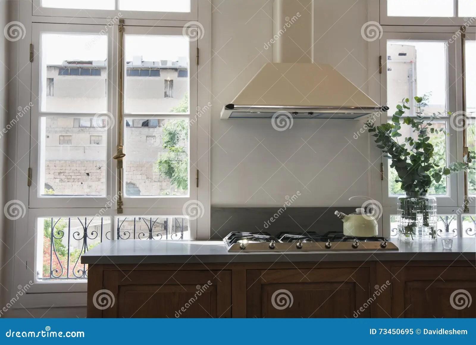 kitchen swag curtains oakley sink backpack review 有落地长窗的经典厨房库存图片 图片包括有经典 装饰 典雅 厨房 法国 有大落地长窗的经典现代厨房