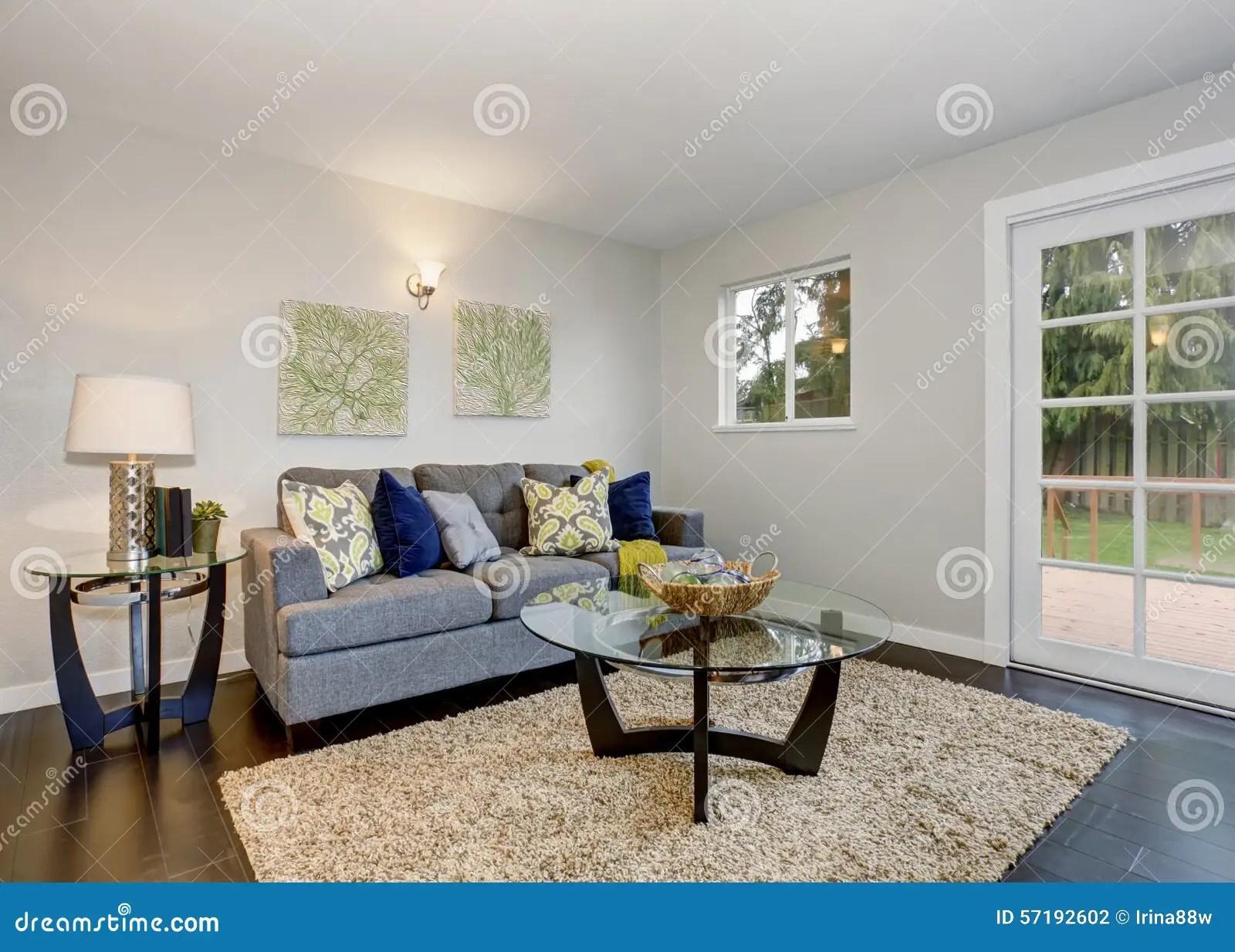 cute kitchen rugs refurbished appliances 有蓝色沙发的可爱的室库存照片 图片包括有厨房 豪华 楼层 庄园 拱道 可爱的室在有蓝色沙发和硬木地板的现代家
