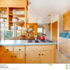 Upper Kitchen Cabinets Sink Grid 有薄荷的颜色的轻的口气厨柜冠上库存图片 图片包括有亚麻油地毡 用餐 有薄荷的颜色上面和固定火炉的轻的口气厨柜