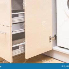 Kitchen Miniature Shelving Units 有里面portrable洗衣机的厨房微型内阁库存照片 图片包括有布琼布拉 有里面portrable洗衣机的厨房微型内阁