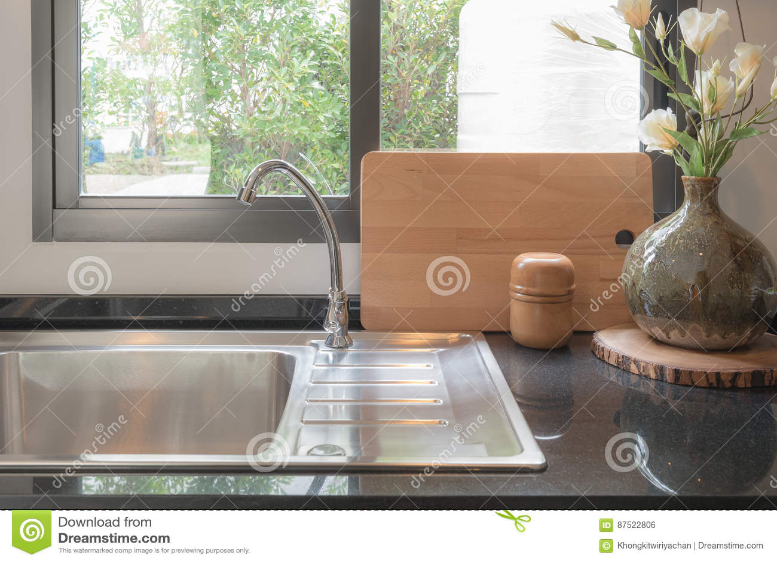 ceramic kitchen top outdoor kitchens naples 有黑花岗岩的现代厨房室在柜台顶部库存照片 图片包括有装饰 平底锅 有黑花岗岩的现代厨房室在柜台 室内设计顶部