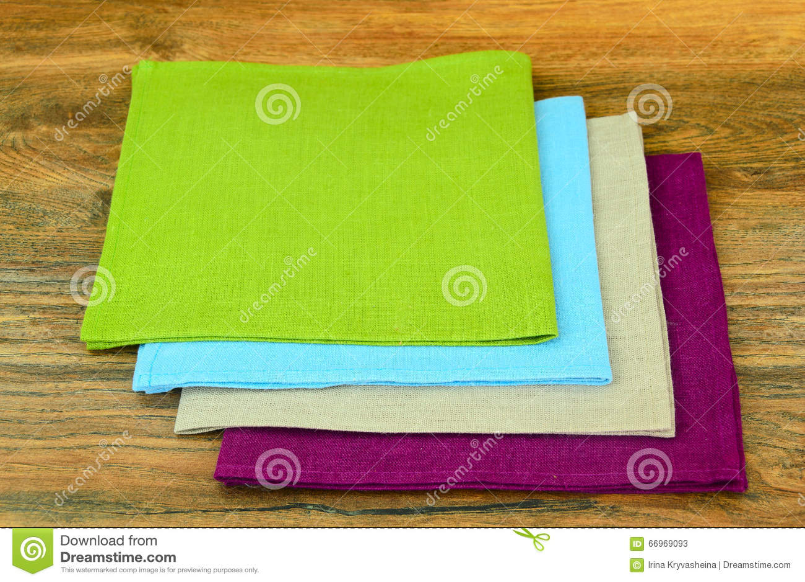 kitchen napkins thai noodles 服务在木背景的厨房餐巾库存图片 图片包括有正餐 问候 部门 厨具 蓝 服务在木背景演播室照片的厨房餐巾