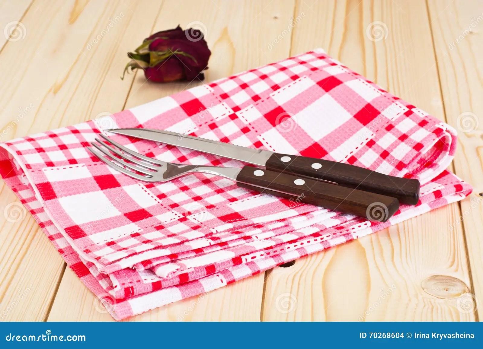kitchen napkins antique faucets 服务在轻的背景的厨房餐巾库存照片 图片包括有食物 餐巾 厨具 膳食 服务在轻的背景的厨房餐巾