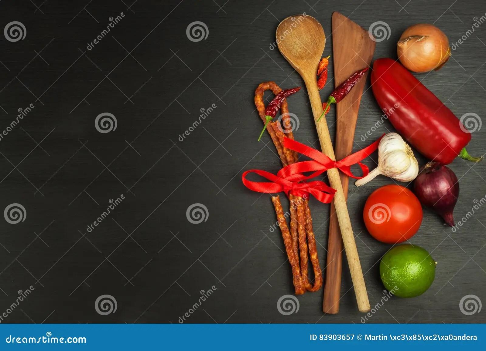 kitchen prep table built in wine racks for cabinets 木匙子和菜在一张黑桌上食物例证厨房准备向量妇女库存图片 图片包括有 木匙子和菜在一张黑桌上食物例证厨房准备向量妇女