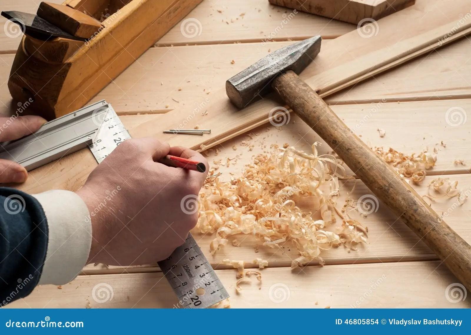 木匠工具,錘子,米,釘子,削片,和 庫存照片. 圖片 包括有 木匠工具,錘子,米,釘子,削片,和 - 46805854