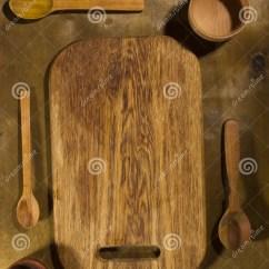 Kitchen Aid Parts Inexpensive Islands 木厨房辅助部件库存图片 图片包括有前浆手 传统 对象 厨房 路径 在一张木桌上的木厨房辅助部件